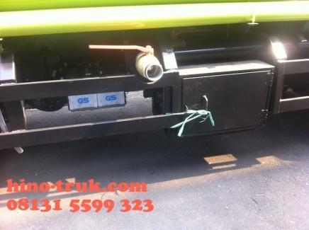 hino-dutro-130-HD-karoseri-tangki-air-8-kl-joss